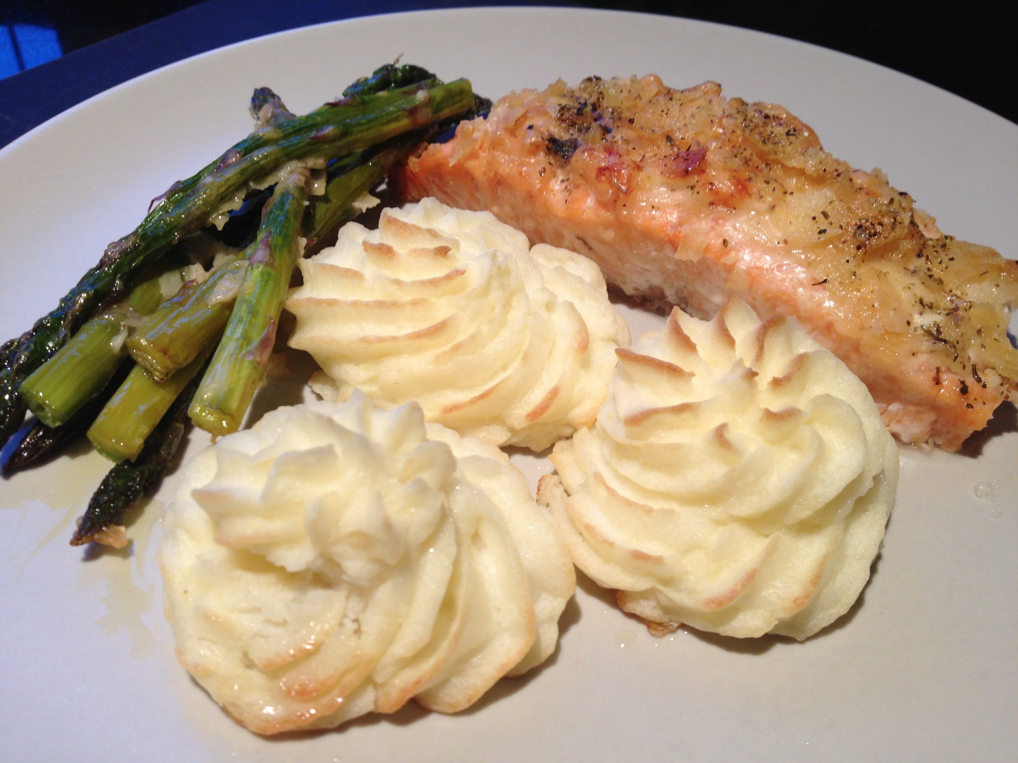 Parmesan crusted salmon with potato twirls and asparagus for Parmesan crusted fish